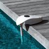 Alarme de piscine Precisio de Maytronics, fixée sur le rebord d'une piscine