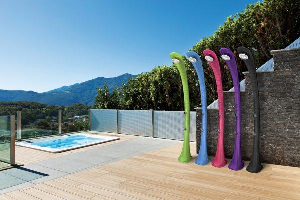 Douches solaires Cobra de la marque Formidra en plusieurs coloris